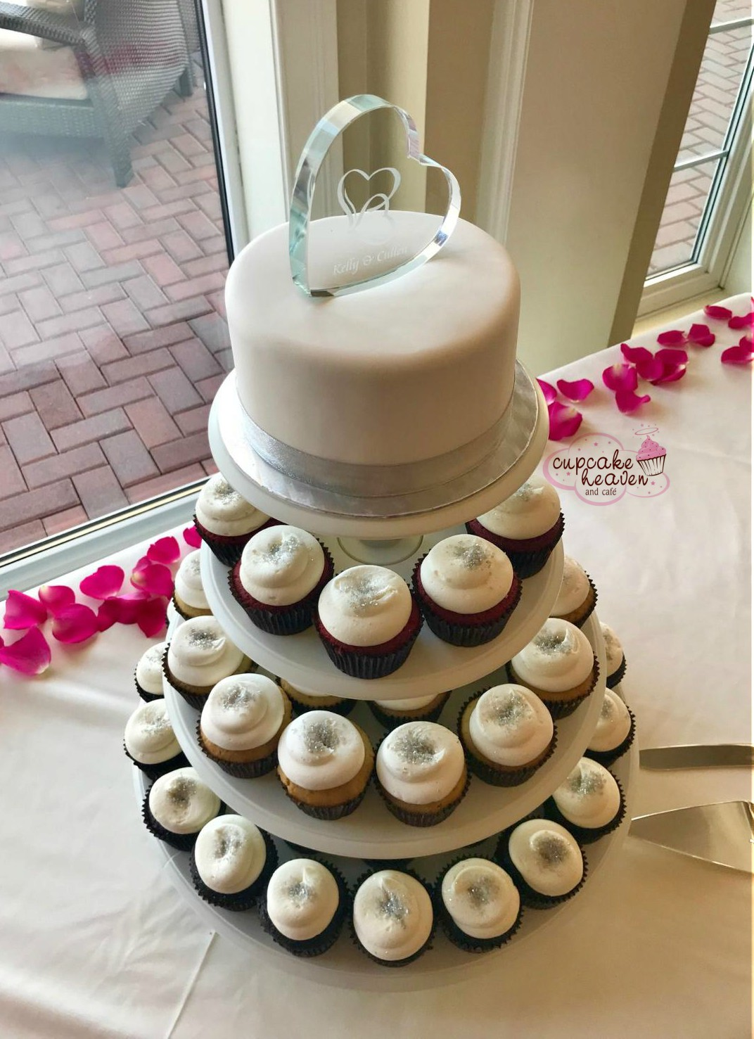 how much are cupcake wedding cakes cupcake heaven and cafe wedding cakes 15419
